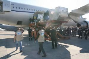 2010.01 haiti cargo unloading